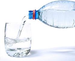 水とコップ2